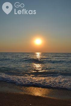 Υπάρχουν νησιά που φημίζονται για το ηλιοβασίλεμά τους. Και υπάρχουν νησιά που έχουν στα αλήθεια το ομορφότερο ηλιοβασίλεμα, και που το απολαμβάνουν αυτοί που ξέρουν. Το Λευκαδίτικο ηλιοβασίλεμα είναι μέσα σε αυτά, τα πανέμορφα που δεν φωνάζουν, απλά είναι εκεί … και περιμένουν και ξέρουν ότι όταν τα βρεις θα έχουν κερδίσει όχι απλά τις … Celestial, Sunset, Outdoor, Outdoors, Sunsets, Outdoor Games, The Great Outdoors, The Sunset