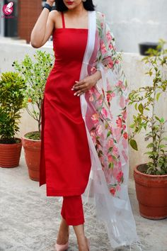Shop White Organza Hand painted Colorful Floral Red Stole - Stoles Online in India Indian Gowns Dresses, Indian Fashion Dresses, Dress Indian Style, Indian Designer Outfits, Girls Fashion Clothes, Casual Indian Fashion, Indian Wedding Fashion, Indian Bridal Outfits, Silk Kurti Designs