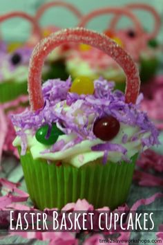 Easter Basket Cupcakes Recipe - such a fun recipe to make with the kids. #easter #cupcakes