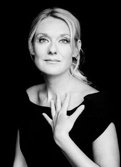 The career of Czech mezzo-soprano Magdalena Kožena (1973)  was established in her mid-twenties. She won critical plaudits for her musicianship and artistry at an early age, signed a contract with DGG in 1999. She has matured to one of the foremost singers of her generation, able to hold song recital, concert hall and opera audiences spellbound. Her insightful interpretations arise from a profound feeling for words and their meaning and total immersion in each work in her wide-ranging…