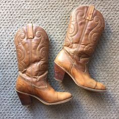 Vintage Cowboy Boots Acme Leather Brown I got these a few years ago but j never wear them anymore. Acme brand. Vintage. Runs a bit small, in my opinion. Have a wear on the heels and leather could use a conditioning. Fair amount of creasing. Acme Shoes Heeled Boots
