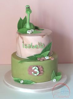 Torta Arlo al femminile |  Arlo cake - torta dinosauri per bambina http://blog.giallozafferano.it/crociedeliziedioriana/2016/01/torta-arlo.html