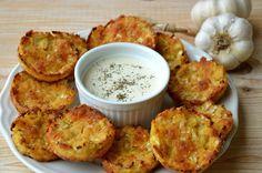 crustycorner: Bezlepkové květákové placičky s mozzarellou a česnekovým dipem z kokosového mléka