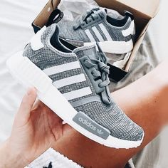 adidas NMD - grau weiß grey Foto: jenniferbergqvist (Instgram) - Another! Adidas Nmd R1 Women, Adidas Nmd Grau, Dream Shoes, Crazy Shoes, Cute Shoes, Me Too Shoes, Sneakers Balenciaga, Souliers Nike, Athletic Wear