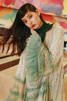 新木優子がノスタルジックに彩る、初秋のフラワーレーン。 | VOGUE GIRL