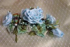 another style of floral hair accessory