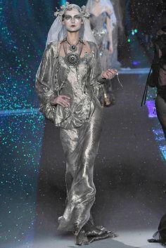 John Galliano Fall 2009 Ready-to-Wear Fashion Show