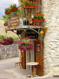 | ♕ | Maison d'atelier - Eze, Provence | via Provence/Pin    via ysvoice: itsakeeper
