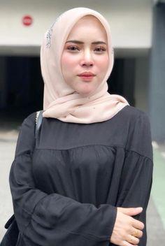 abd halim mohamad's media statistics and analytics Hijab Teen, Arab Girls Hijab, Girl Hijab, Muslim Girls, Hijab Outfit, Beautiful Hijab Girl, Beautiful Muslim Women, Most Beautiful Indian Actress, Muslim Beauty