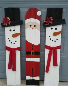 Wood signs Pallet Christmas, Christmas Yard, Christmas Projects, Winter Christmas, Outdoor Wooden Christmas Decorations, Christmas Wooden Signs, Snowman Christmas Decorations, Christmas Snowman, Christmas Ornaments