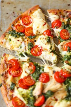 Chicken Pesto Pizza - Damn Delicious Weeknight Meals, Easy Meals, Comida Pizza, Chicken Pesto Pizza, Cauliflower Pizza, Pizza With Chicken, Cooking Recipes, Healthy Recipes, Easy Recipes