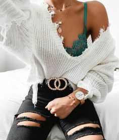 Gucci edgy fashion style trends love clothes oot outfitideas whitesweater sweater gold blackjeans bralette jewelry fancy stylish trendy goals perfect estilo swag 55 looks para voc se vestir de forma autntica Teen Fashion Outfits, Mode Outfits, Look Fashion, Womens Fashion, Fashion Style Types, Girl Fashion, Fashion Pics, Fashion Edgy, Asian Fashion