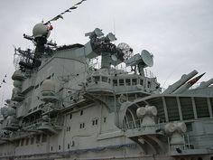Soviet aircraft carrier Minsk (via liangjinjian)