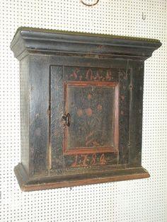 www.Antikvitet.net - Dansk almue lille original dekoret hængeskab dateret 1789