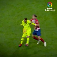 "262.5 k mentions J'aime, 2,018 commentaires - LaLiga (@laliga) sur Instagram: ""OH MY GOD‼️🤭 😎 @leomessi 😎 • #Messi #Barça #Nutmegs #Skills #LaLigaSantander #LaLiga #LaLigaHistory…"" 5 K, Messi, Football, History, Instagram, The League, Soccer, Futbol, Historia"