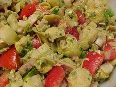la table en fête : Salade de thon à l'avocat, aux tomates, aux coeurs de palmiers et aux artichauts