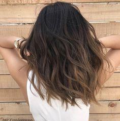 Coiffure balayage cheveux long, mi long et court - explorez les dernières tendances ! Medium Hairstyles, Pretty Hairstyles, Short Haircuts, Blue Hairstyles, Haircut Short, Trending Hairstyles, Everyday Hairstyles, Brown Hair Balayage, Balayage Highlights