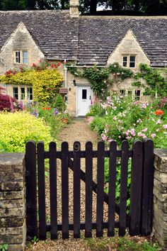 Close your eyes and dream of England -    Cottage in Bibury, Gloucestershire, street in...