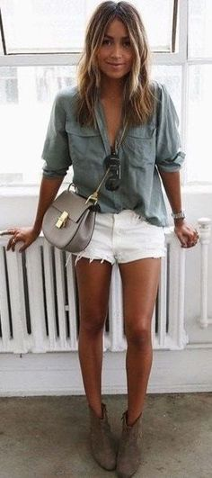 50 Summer Concert Outfit Ideas To Plan For The Festivals! - Button up and cut off concert outfit Source by trendslove - Summertime Outfits, Summer Vacation Outfits, Casual Summer Outfits, Casual Shorts, Summer Concert Outfits, Outfits For Concerts, Country Concert Outfit Summer, Edgy Summer Fashion, Summer Dresses