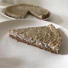 budeme potřebovat KORPUS - 2 vejce - 60g ovesných vloček - 85g banánu - 20g čokoládového proteinu TVAROHOVÁ ČÁST - ... Banana Bread, Cheesecake, Fit, Desserts, Tailgate Desserts, Deserts, Shape, Cheesecakes, Postres