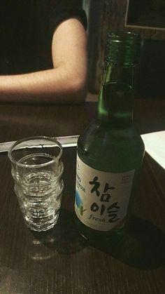 Alcohol Aesthetic, Aesthetic Korea, Aesthetic Food, Wine Drinks, Alcoholic Drinks, Korean Soju, Korean Drinks, Sleepover Food, Boyfriend Pictures
