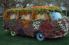 pumpkin topiary images | Movable (no engine) topiaries that are completely covered in flowers What a hip idea, man(cb)!