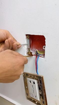 Home Electrical Wiring, Electrical Projects, Diy Home Decor Projects, Diy Home Crafts, Garage Tools, Diy Home Repair, Cool Gadgets To Buy, Homemade Tools, Home Gadgets