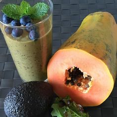 Today I enjoyed a smoothie after my workout. Took papaya avocado blueberries almond milk and some mixed salad leaves. Today is a beautiful day in Algarve so I'm going to the beach. #completewellnessblog #paleo #holistichealth #glutenfree #easytomake #nosugar #nocowmilk #almondmilk #smoothie #vitamix #haveaniceday#fitlondoners by completewellnessportugal
