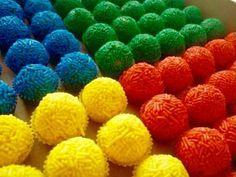 Doces festa infantil. Brigadeiro colorido!