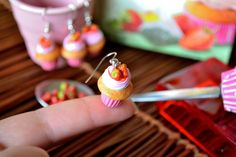 Strawberry cupcake polymer clay earrings Strawberry Whipped Cream, Strawberry Syrup, Strawberry Cupcakes, Mini Cupcakes, Bon Appetit, Polymer Clay Earrings, Clay Charms, Miniature Food, Dollhouses