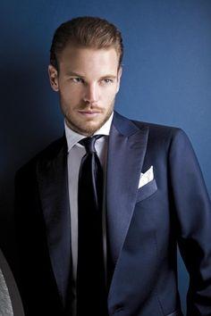 Completo elegante da uomo blu