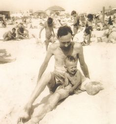 Little Billy Crystal on the beach. Celebrity Prom Photos, Billy Crystal, Childhood Photos, Love And Respect, Moving Pictures, Celebs, Celebrities, Little Star, Father And Son