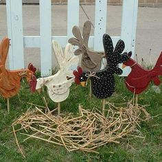 Country Rooster Yard Stakes. OMG I WANT THESE!