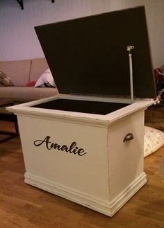 Free Hope Chest Plans | rogueengineer.com #HopeChest #PersonalizedHopeChest