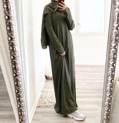 Casual Hijab Outfit, Hijab Chic, Hijab Dress, Niqab Fashion, Muslim Fashion, Fashion Outfits, Pull Kaki, Cute Modest Outfits, Daily Dress