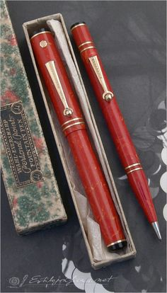 Wahl Eversharp Personal-Point Coral set c.1929  Photo by Álvaro Romillo