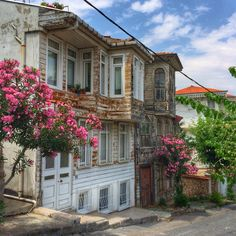 Turkish Architecture, Istanbul Turkey, Traditional House, Old Houses, Street Photography, Beautiful Homes, Around The Worlds, Exterior, Greeks