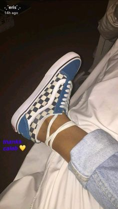 Outfits With Vans – Lady Dress Designs Look Patches, Cute Vans, Vans Sneakers, Vans Shoes Outfit, Converse, Dream Shoes, Shoe Closet, Custom Shoes, Sock Shoes