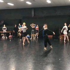 Ballet Gif, Ballet Dance Videos, Dance Choreography Videos, Ballet Class, Ballet Dancers, Dance Class, Yoga Dance, Dance Moves, Dance Music