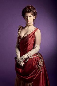 Muriel - Robe à tournure 1880 Création d'une robe de jour et d'une robe de bal d'après des gravures de 1880.