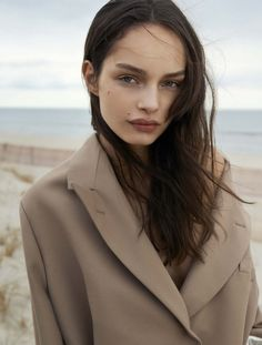 Luma Grothe photographed by Blaise Reutersward for Styleby, Fall/Winter Makeup by Zenia Jaeger. Hair by Anthony Campbell. Vogue Uk, Fashion Moda, Love Fashion, Classic Fashion, Fashion Women, Winter Fashion, Lund, Marie Claire, Camille Over The Rainbow
