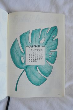Bujo Addicts of the world, April's here and this only means one thing: a brand new bujo layout. Let's set up my tropical leaves bullet journal together! Bullet Journal Set Up, Bullet Journals, Bujo, Color Crayons, Journal Art, Tropical Leaves, Journaling, Things To Come, Lily
