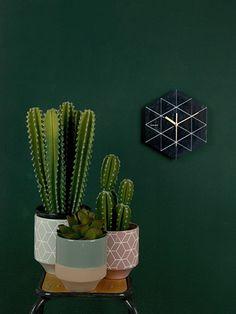 Wall clock Marble Hexagon black, BOX32 Design H. 28,5cm, W. 25cm, D. 3cm, Excl. 1 AA battery. #karlssonclocks #presenttimebv