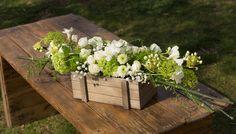 Cajas rústicas con flores para la decoración de eventos, personalizamos los tonos acorde con el evento.  #Cajas #rústicas #flores #decoración #eventos #tonos #evento