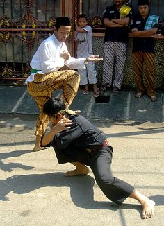 A demonstration of Pencak Silat, a form of martial arts//Pencak silat Betawi style performed during Betawi wedding ceremony. Indian Martial Arts, Muay Thai Martial Arts, Asian Prom Dress, Referee Costume, Marshal Arts, Wedding Outfits For Women, Art Of Fighting, Boys Summer Outfits, Joko
