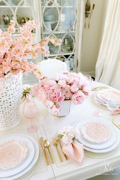 Pink Peony Easter Table - super simple Easter table with faux pink peonies, cherry blossoms and pretty floral plates. This table is a show stopper! Easter Party, Easter Table, Beautiful Table Settings, Pink Table Settings, Place Settings, Pink Peonies, Peonies Bouquet, Yellow Roses, Pink Roses