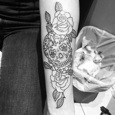 Electric Ladyland Tattoo - Sugar Skull and roses tatto by Pete - New Orleans, LA, Spojené státy
