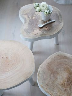 Stylish Tree Coffee Table in white wood from HK Living. It will just sublime your interior with its scandinavian design. Tree Coffee Table, Tree Table, Tree Stump Furniture, Rustic Furniture, Bespoke Furniture, Wood Resin Table, Wood Stumps, Wood Tree, Small Trees