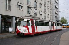 Line 21 towards Handschuhsheim with OEG 107 (GT8 DUEWAG) in front of Heidelberg main station