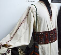 Romanian traditional clothing. Adina Nanu collection Folk Costume, Costumes, Mori Girl Fashion, Folk Embroidery, Artemis, European Fashion, Traditional Outfits, Bell Sleeve Top, Mens Fashion